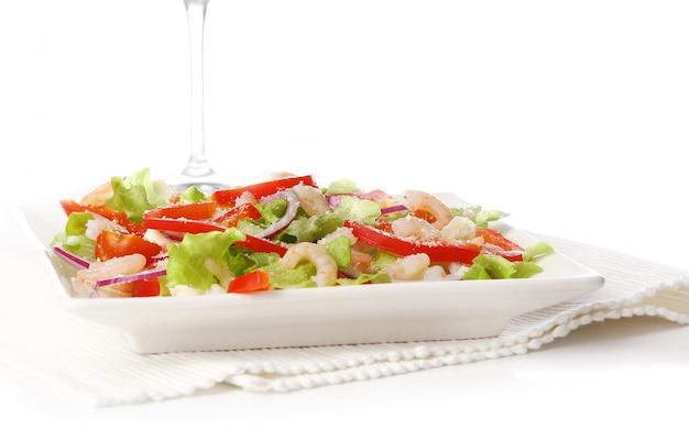 Leckeres und frisches salatessen Kostenlose Fotos