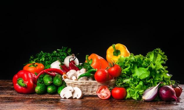 Leckeres und gesundes gemüse und obst Premium Fotos