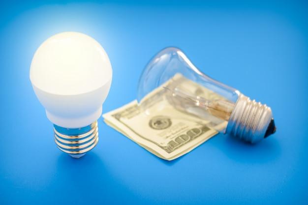 Led glühbirne lag neben glühlampe Premium Fotos
