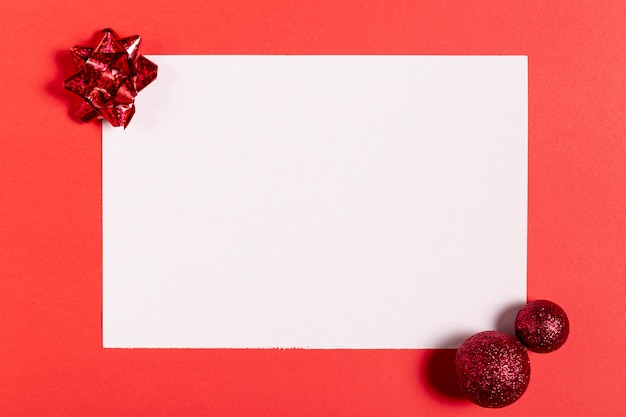 Leerbeleg der draufsicht und weihnachtsdekorationen Kostenlose Fotos