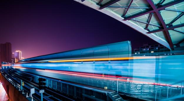 Leere eisenbahnplattform Kostenlose Fotos