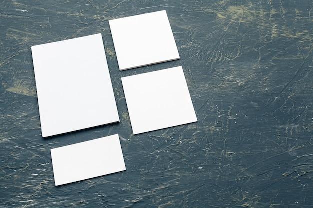 Leere karten und dokumente für die markenidentität. für grafikdesigner präsentationen und portfolios Premium Fotos