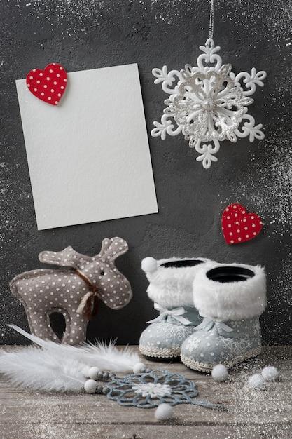Leere karten- und weihnachtsdekorationen Premium Fotos