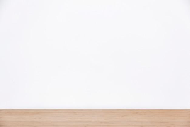 Leere weiße Wand und Holzoberfläche Kostenlose Fotos