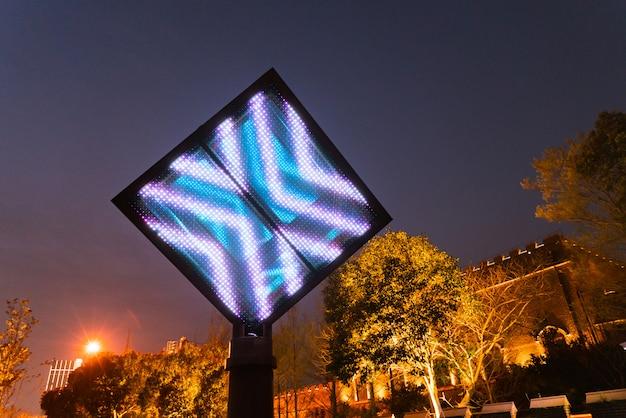 Leerer digitaler anschlagtafelschirm für die werbung des led-schirmes Premium Fotos