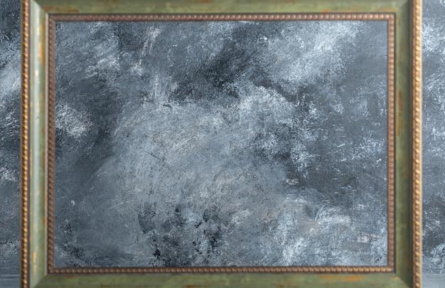 Leerer hölzerner bilderrahmen auf marmor. Kostenlose Fotos