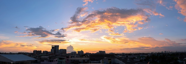 Leerer schöner himmel panoramablick Premium Fotos