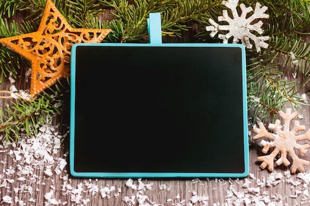 Leerer tafelrahmen über weihnachtshintergrund Premium Fotos