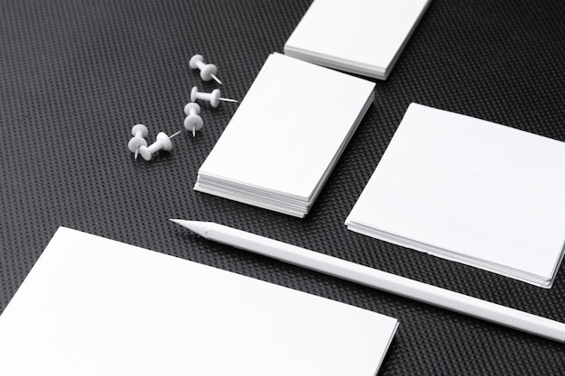 Leeres briefpapier für das geschäftsbranding lokalisiert auf weißem hintergrund Premium Fotos
