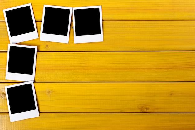 Leeres foto druckt auf einer tabelle Premium Fotos
