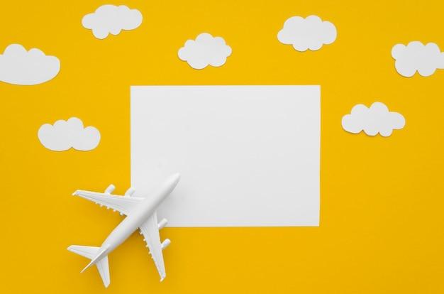 Leeres papierblatt mit flugzeug Kostenlose Fotos