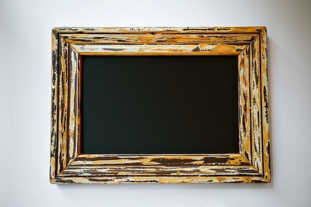 Leeres schwarzes schild in einem hübschen rahmen Kostenlose Fotos