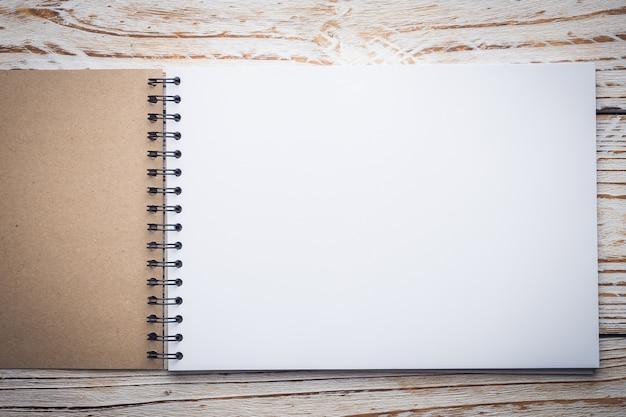 Leeres weißes papier Kostenlose Fotos