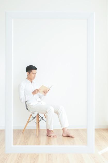 Lesender mann Kostenlose Fotos