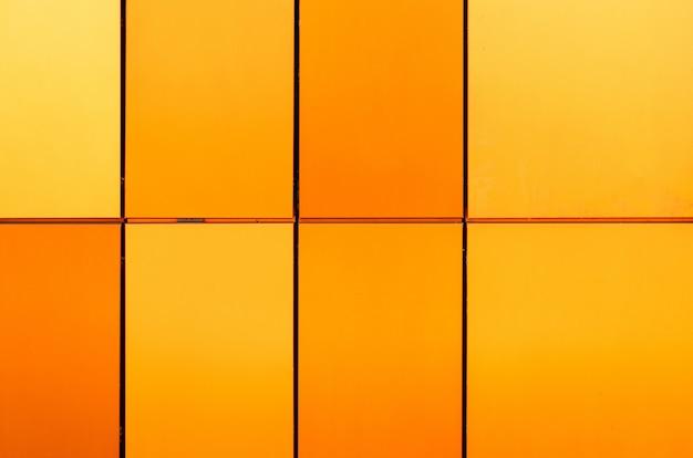 Leuchtend gelbe und orangefarbene sowie mehrfarbige fliesen unterschiedlicher größe für den innen- und außenbereich Premium Fotos