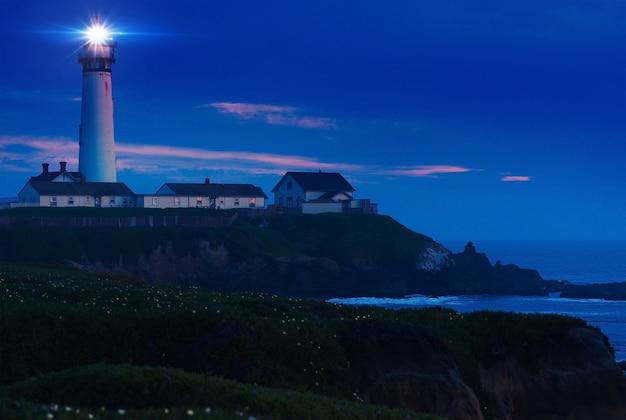 Leuchtturm-landschaft bei nacht Kostenlose Fotos