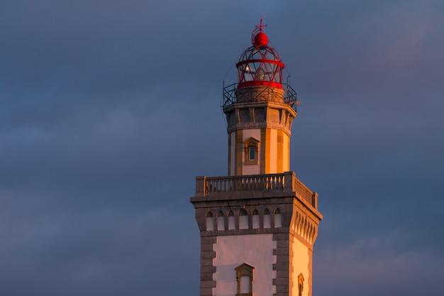 Leuchtturm von hondarribia am berg jaizkibel, baskenland. Premium Fotos