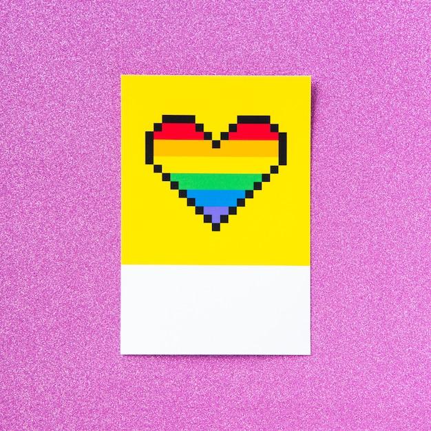 Lgbt-stolz-regenbogenherz mit pixel Premium Fotos