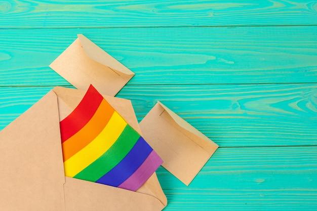 Lgbtq-konzept, symbol homosexuell, nachricht an sie Premium Fotos