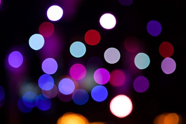 Lichter verwischten bokeh hintergrund von der nachtpartei für ihr design Premium Fotos