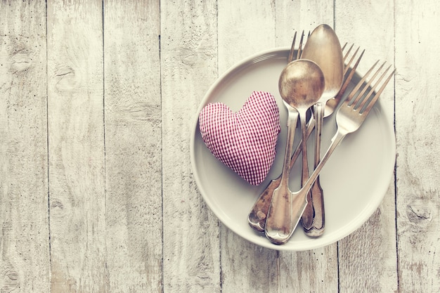 Liebe, valentinstag oder zu essen konzept mit vintage-besteck, pl Kostenlose Fotos