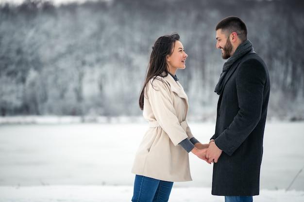 Liebesgeschichte im winter Kostenlose Fotos