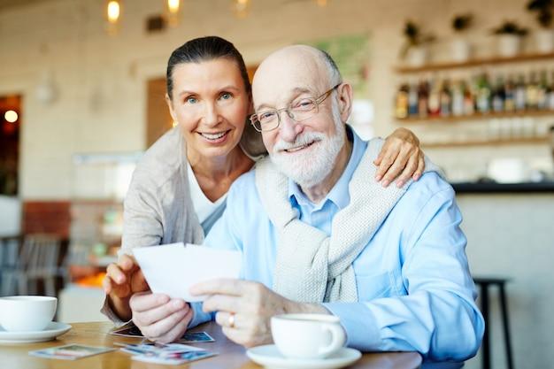 Liebevolle großeltern Kostenlose Fotos