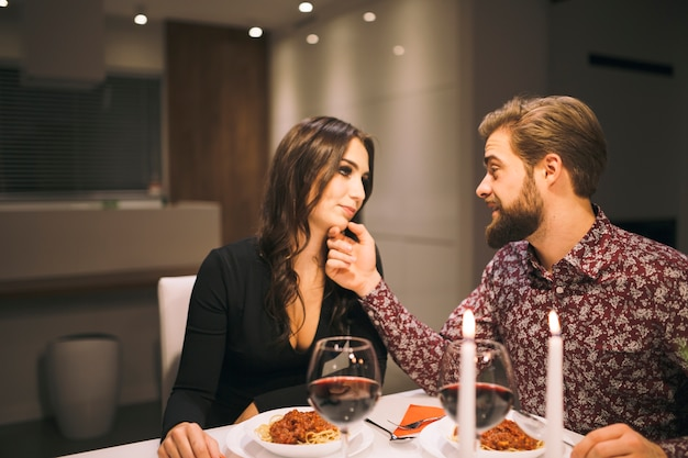 Dating kostenlose Mahlzeiten Dating-Website, was in der ersten Nachricht zu schreiben