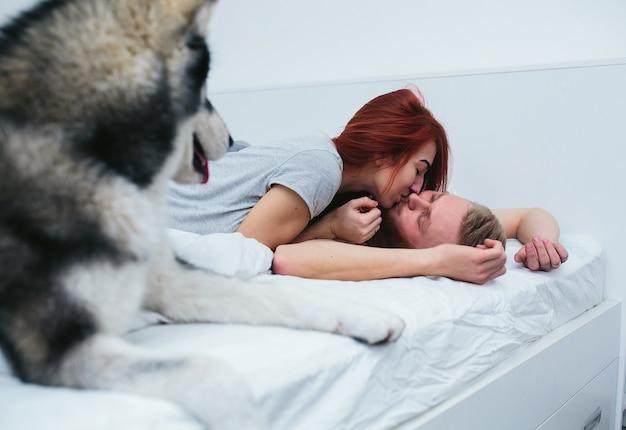 Küssen Im Bett