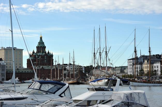 Liegeplatz marina im zentrum von helsinki, finnland Premium Fotos