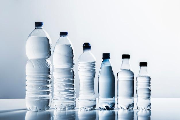 Linie von flaschen wasser Kostenlose Fotos
