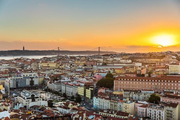 Lissabon panoramablick bei sonnenuntergang Premium Fotos