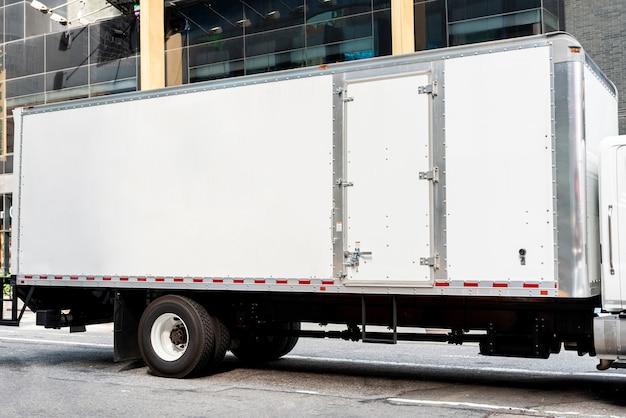 Lkw mit mock-up-platz für anzeigen Kostenlose Fotos