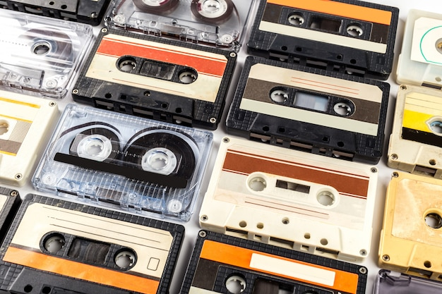Lokalisiertes weiß der weinlesekassette band Premium Fotos