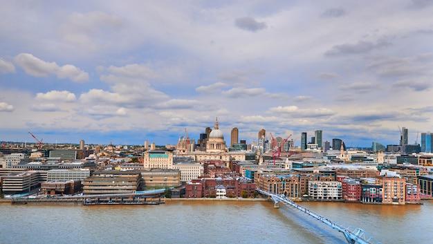 London, panoramische luftaufnahme über der themse Premium Fotos