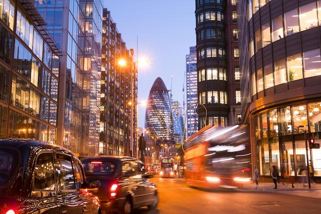 Londoner bürogebäude wolkenkratzer, arbeiten & treffen Premium Fotos