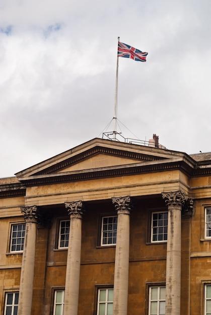 Londoner palast mit flagge, westminster Premium Fotos