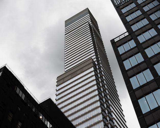 Low angle moderne wolkenkratzer Kostenlose Fotos