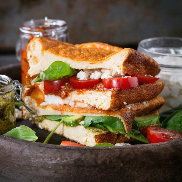 Low-carb-brotsandwich Premium Fotos