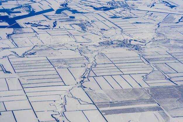 Luftaufnahme der gefrorenen landschaft in sibirien Premium Fotos
