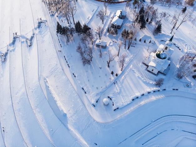 Luftaufnahme der hauptansicht zur stadt barnaul Premium Fotos