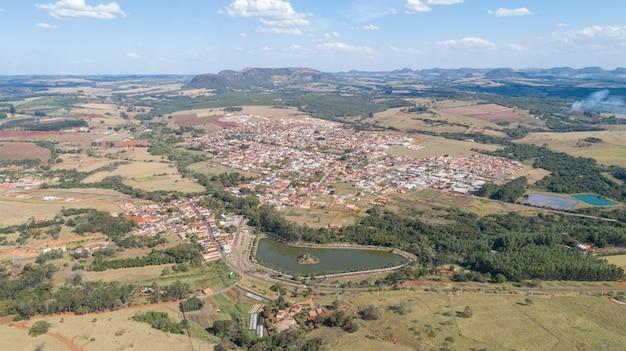 Luftaufnahme der stadt santo antonio da alegria, sao paulo / brasilien Premium Fotos