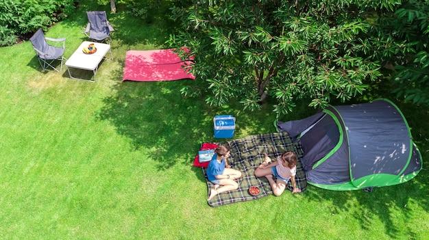 Luftaufnahme des campingplatzes von oben Premium Fotos