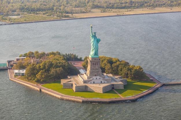 Luftaufnahme des freiheitsstatuen, new york Premium Fotos