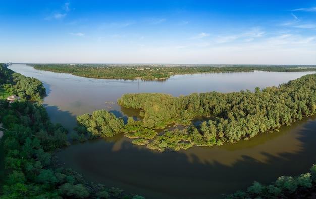 Luftaufnahme des großen sibirischen ob flusses Premium Fotos