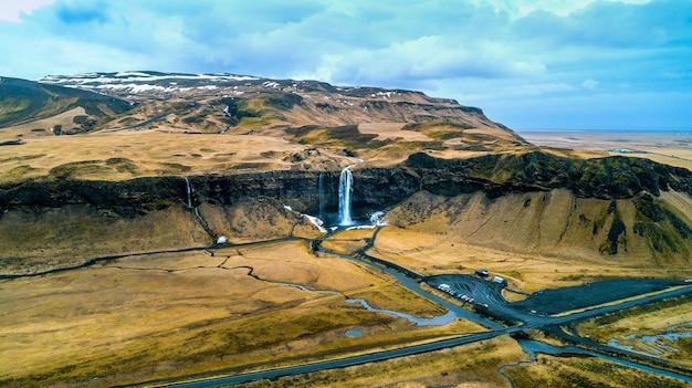 Luftaufnahme des seljalandsfoss-wasserfalls, schöner wasserfall in island. Kostenlose Fotos
