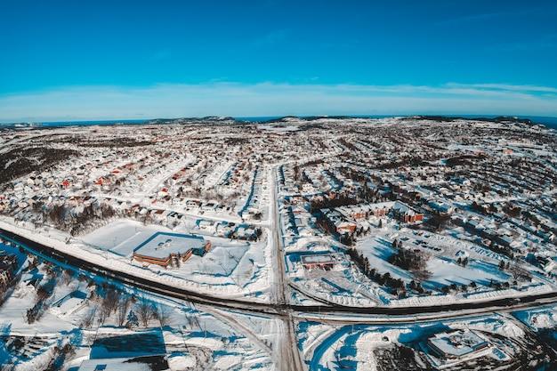 Luftaufnahme einer verschneiten stadt Kostenlose Fotos