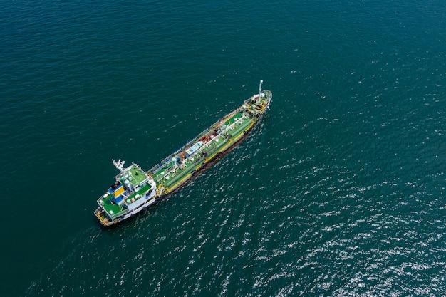 Luftaufnahme internationales öl und gas mit erdöltransportschifflieferungsgeschäftsdienstleistungen seeschrecken Premium Fotos