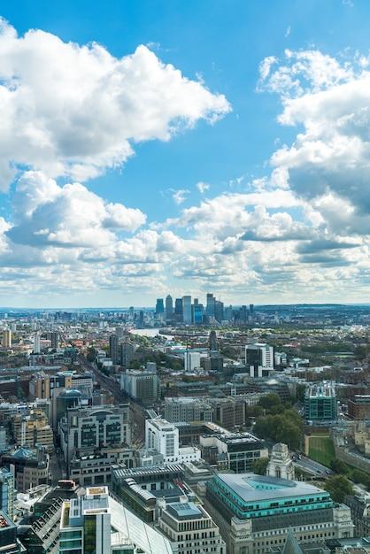 Luftaufnahme london city mit themse, großbritannien Premium Fotos