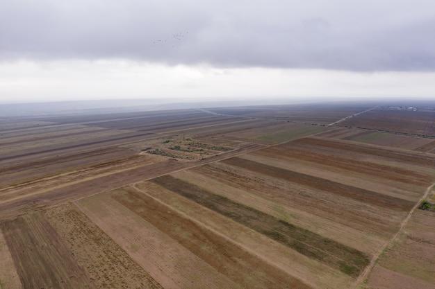 Luftaufnahme von landwirtschaftlichen feldern Kostenlose Fotos